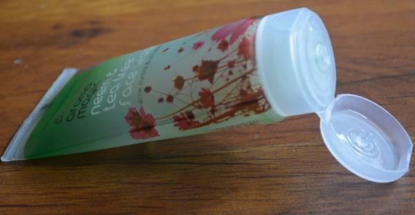 aroma magic neem & tea tree face wash 1