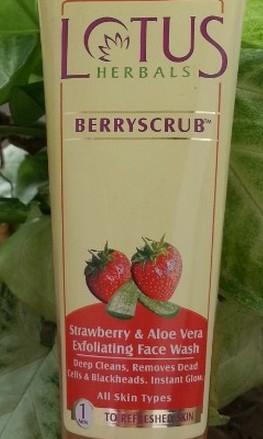 lotus herbals berry scrub