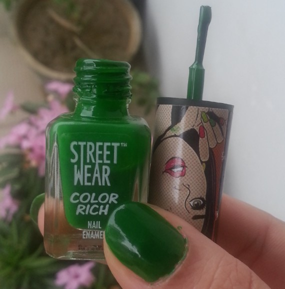 streetwear color rich nail paint emerald eyes 33  review 4