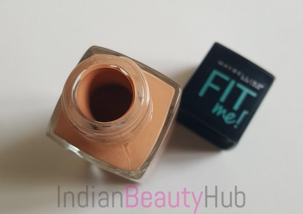 Maybelline Fit Me Matte + Poreless Foundation Review_3