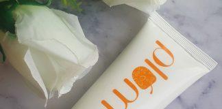Plum Chamomile & White Tea Brighten-Up Face Scrub Review