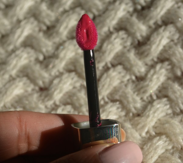 loreal shine caresse eve lip stain 1