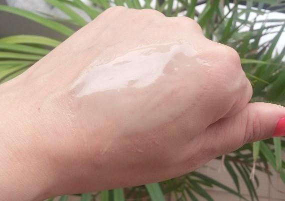 himalaya herbals almond & cucumber peel-off mask review 8