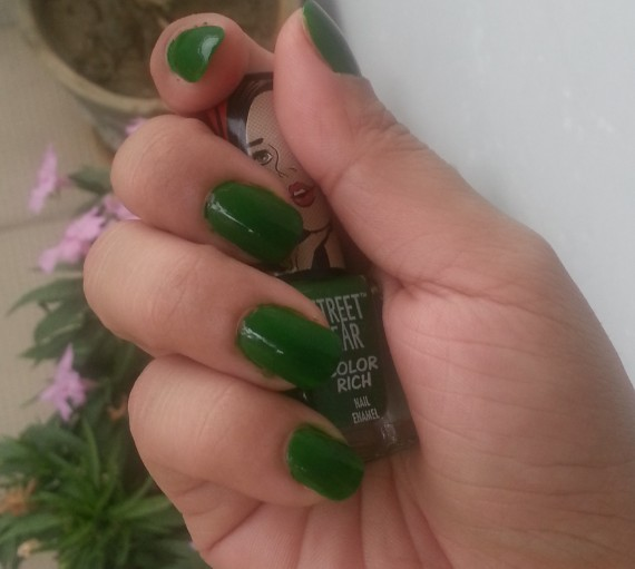 streetwear color rich nail paint emerald eyes 33  review 3
